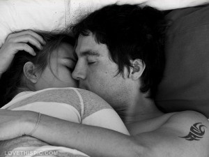 kiss and cuddle ; Photo: internet